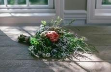 お花のプレゼント|生花でもドライでも美しい「noreri」のスワッグ|フラワーギフト