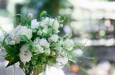 お花のプレゼント|ナチュラルな雰囲気の中に洗練された上品さも感じるブーケ|フラワーギフト
