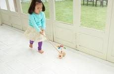 掃除機をおもしろがる子どもの視点から生まれたおもちゃ