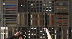 約25種類の時計のフェイス、約400種類のストラップからお選びいただけます